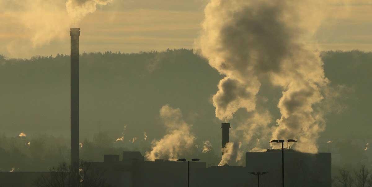 L'inquinamento, una delle cause della caduta dei capelli